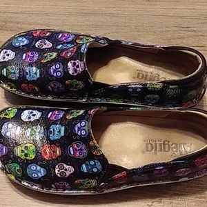 Shoes very comfy with skulls